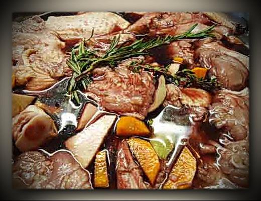 10.-wochentipp-coq-au-vin-fleisch-in-marinaderahmen.